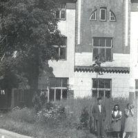 Ekspedīcijas dalībnieki pie Siguldas Tautas nama