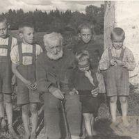 Residents of Zlēkas