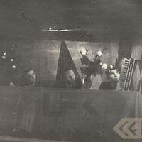 Teicējs Lielbārdis demonstrē akordeonu