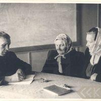 Teicējas Anna Korna, Anna Kleina un folkloras pētnieks Jānis Alberts Jansons