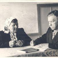 Teicēja Margrieta Ozola un folklorists Jānis Alberts Jansons