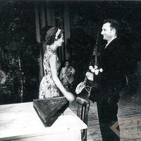 Studente Māra Grava un koklētājs Pēteris Zlīdņa