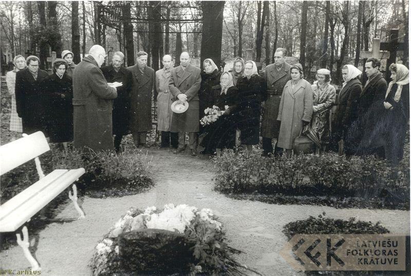 Atceres pasākums Lielajos kapos