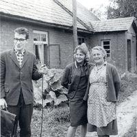 Ekspedīcijas dalībnieki ar teicēju Ernestīni Piļicku