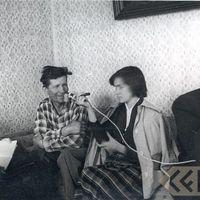 Teicējs Arnolds Kraulis ar folkloristiem