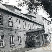 19670018