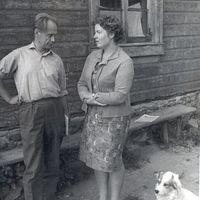 Ekspedīcijas vadītājs Jānis Rozenbergs sarunā ar folkloristi Renāti Tavari