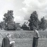 Ekspedīcijas dalībnieki Harijs Sūna un Kārlis Arājs atpūtas brīdī