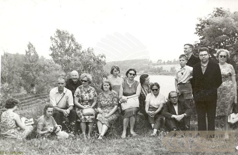 Valkas apkārtnes vēsturiskajās un kultūrvēsturiskajās vietās