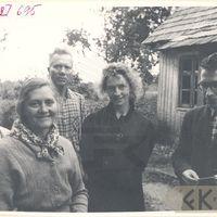 Ekspedīcijas dalībnieki Antonija Siliņa, Arvīds Bomiks un teicēji Līne Kuģe, Žanis Ābele, Emīlija Štamgūte