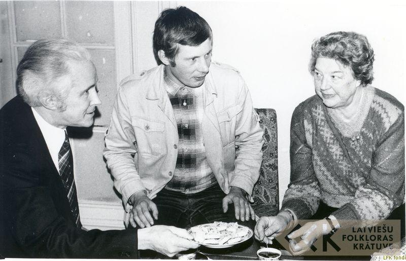 Folklorists Kārlis Arājs, kinorežisors Andris Slapiņš un folkloriste Elza Kokare
