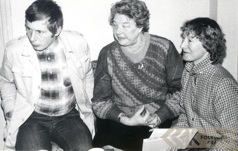 Kinorežisors Andris Slapiņš, folkloriste Elza Kokare un Elizabete Vernere