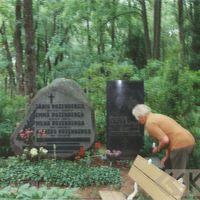 Folklorist Jānis Rozenbergs at the Limbaži graveyard
