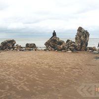 Ekspedīcijas dalībnieces Kolkas jūrmalā