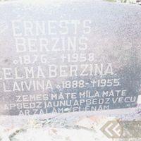 Litenes kapsētas kapakmeņi