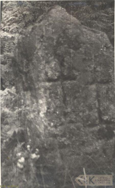Akmens ar krustiem