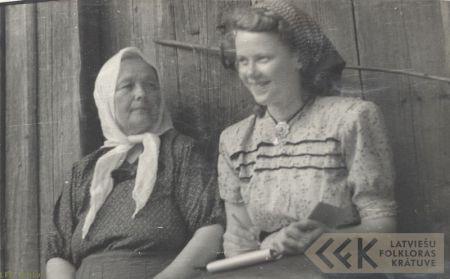 Folk narrator Karlīne Valdemara and student