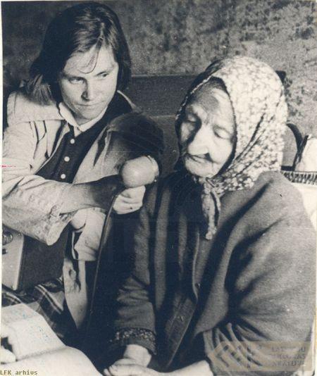 Teicēja Karlīne Puraviņa un ekspedīcijas dalībniece Anita Stelle