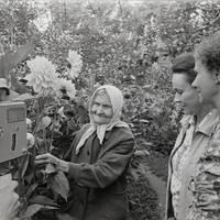Ekspedīcijas dalībnieki Karmena Banga, Kārlis Arājs un teicējas Minna Cēbere, Anna Deruma