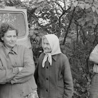 kspedīcijas dalībnieks Jānis Rozenbergs un teicējas Minna Cēbere, Anna Deruma