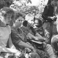 Folkloristes Baiba Krogzeme, Māra Vīksna un Iveta Politere
