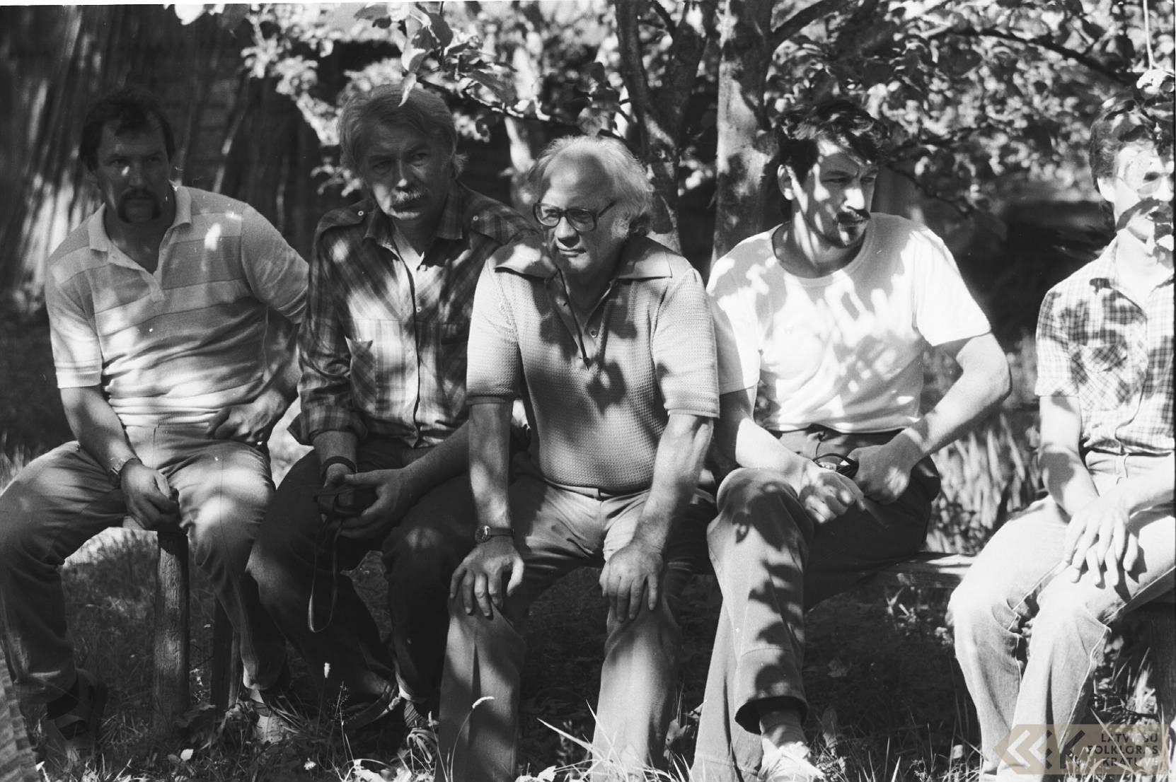 Šoferis Māris, Harijs Bondars, folklorists Jānis Rozenbergs un režisors Dainis Kļava