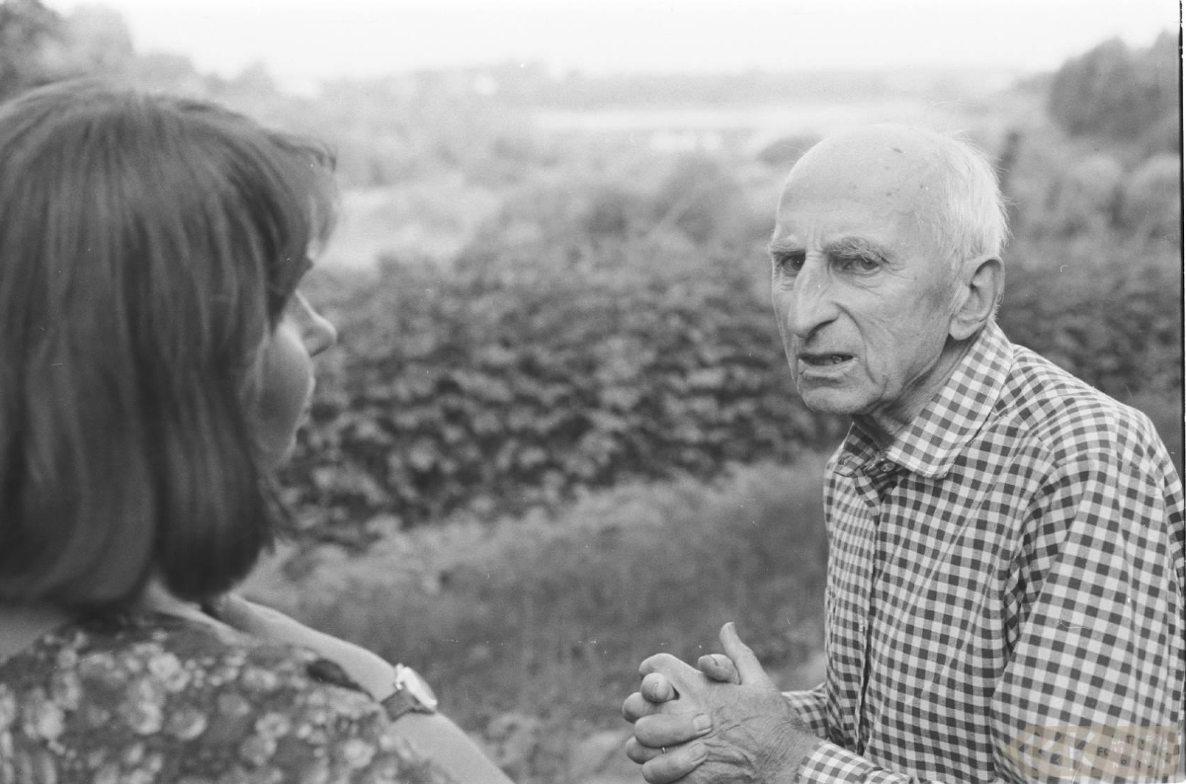 Folkloriste Māra Vīksna un teicējs Valdis Glāzeris