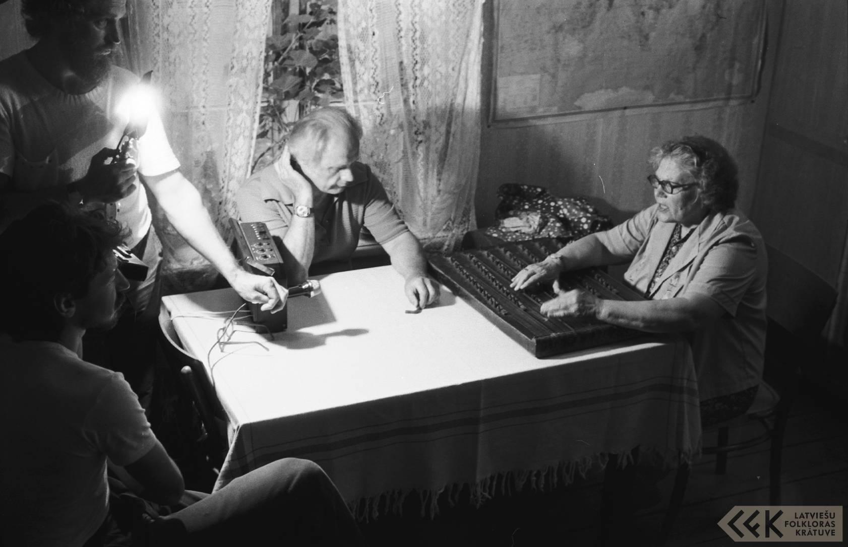 Režisors Zigurds Vidiņš, folklorists Jānis Rozenbergs un dzejniece Broņislava Martuževa