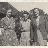 Ekspedīcijas dalībnieces Elza Lankeviča, Mirdza Berzinska un Alma Ancelāne