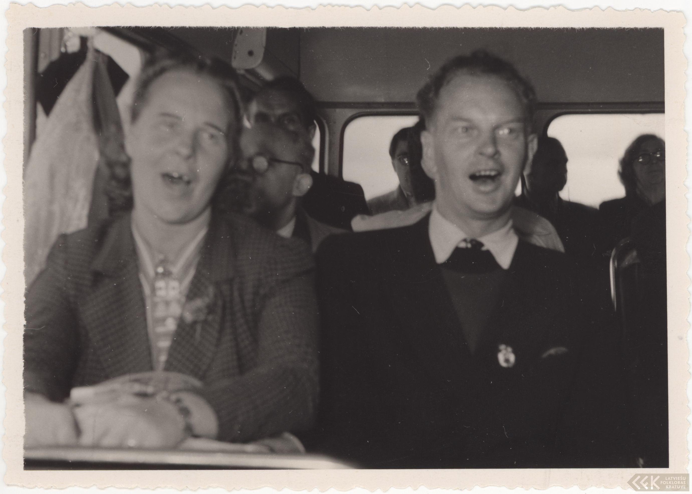 Autobusā