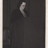 Folkloriste Alma Ancelāne referē