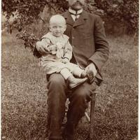Fricis Apsalons ar dēlu Arnoldu