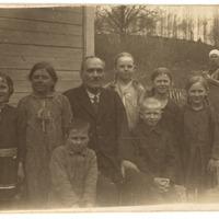 Jānis Apsalons ar skolēniem