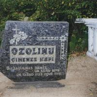 Ozoliņu ģimenes kapa vieta