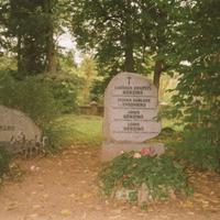Bērziņu un Šmidhenu kapa vieta