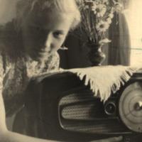 Silvija Priedniece ar radio