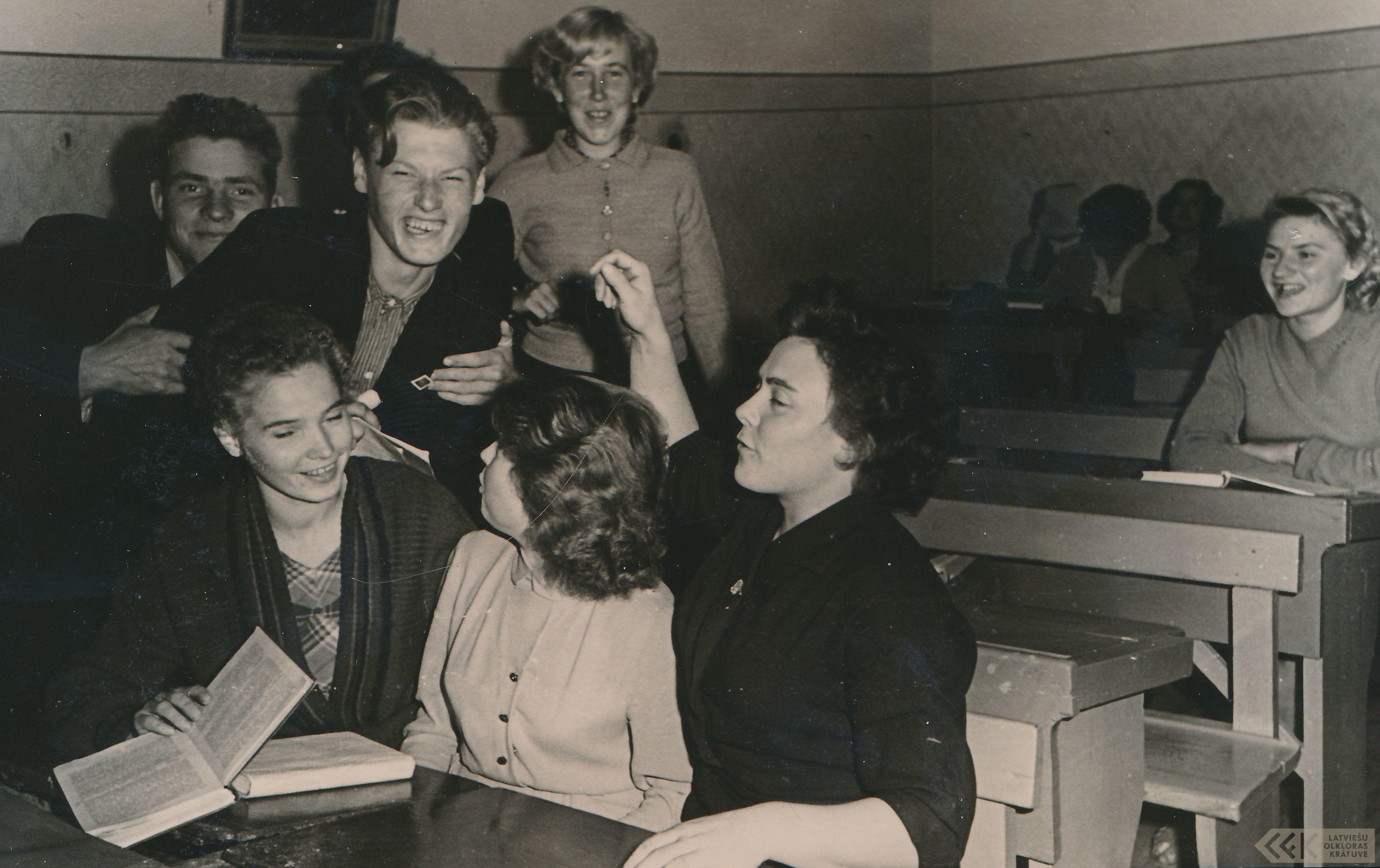 Silvija Priedniece ar klasesbiedriem