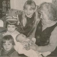 Marija Grēniņa ar mazbērniem