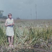 Silvija Priedniece pie dīķa