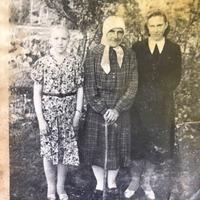 Zigrīda Paegle ar mammu un vecmāmiņu