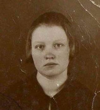 Annas Kalvišķes (Brodeles) pases fotogrāfija