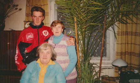 Silvija Priedniece ar radiniekiem