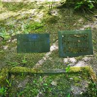 Dzejnieka Pētera Blaua (sen.) un žurnālista Pētera Blaua (jr.) kapu plāksnes