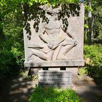 Leona Paegles dzimtas kapi