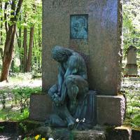 Augusta Deglava kapa piemineklis