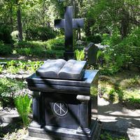 Jāņa un Annas Misiņu kapa piemineklis