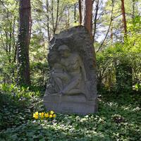 Viļa Ambaiņa-Austruma kapa piemineklis