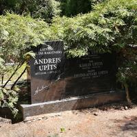Andreja Upīša ģimenes kapi