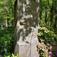 Elīnas Zālītes kapa piemineklis