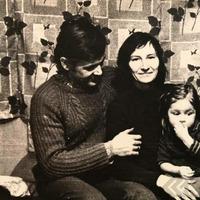 Veronika Vītola ar vīru un meitu